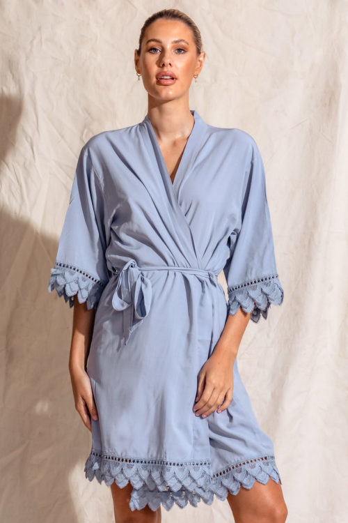 Áva Dusty Blue Matte Feather Lace Bridesmaid Robe