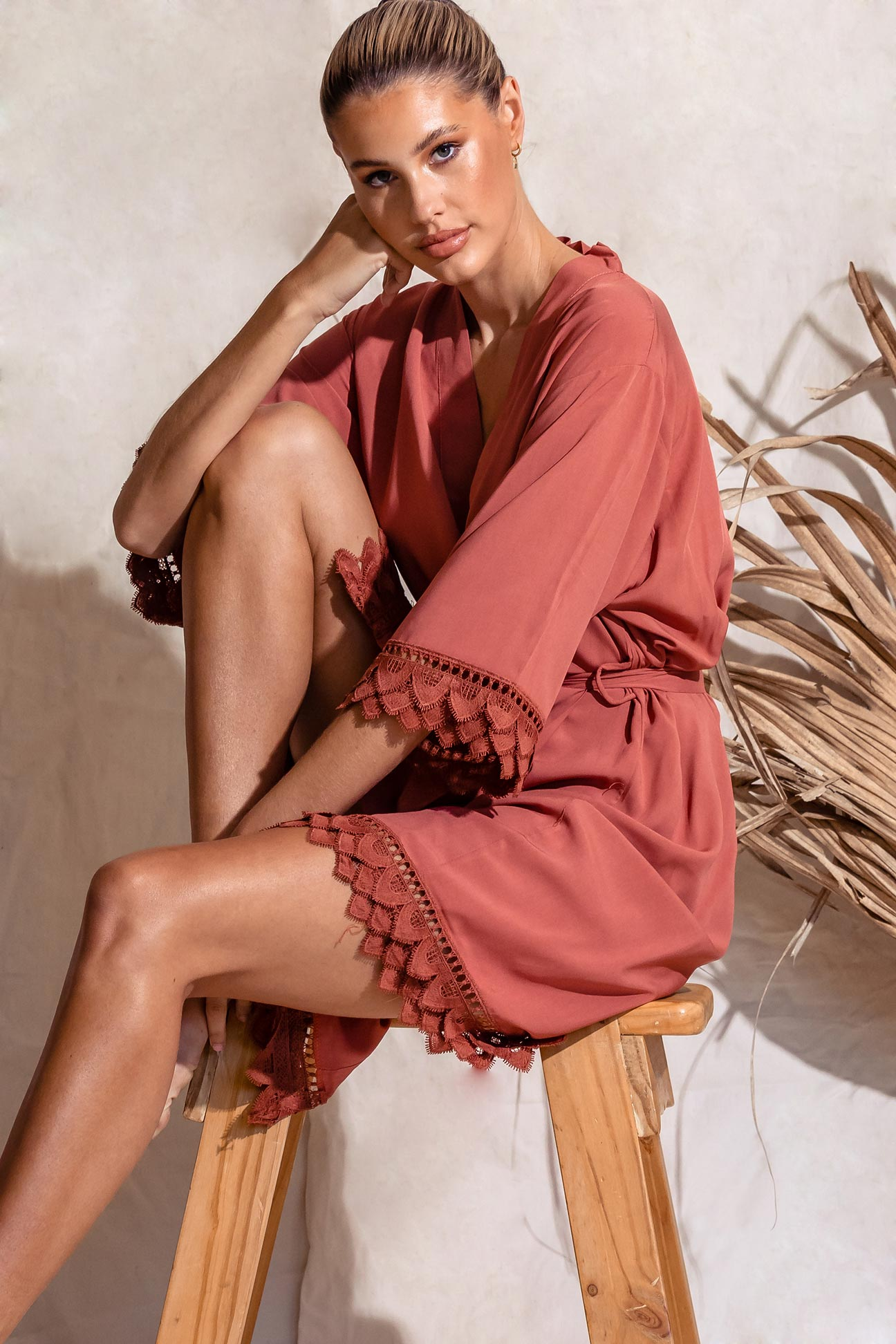 Áva Rust Burnt Orange Matte Feather Lace Bridesmaid Robe